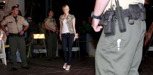 Paris Hilton fermata all'aeroporto in Corsica
