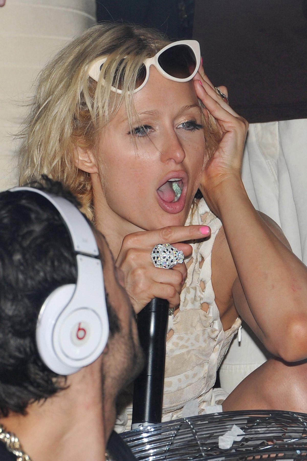 Britney lesbian lipstick