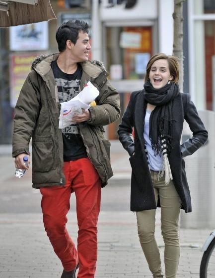 size 40 c17ef 8c4b5 Emma Watson: Shopping ad Oxford con un nuovo amore? | Forbiciate