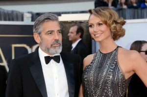 George Clooney e Stacy Keibler | © Jason Merritt / Getty Images
