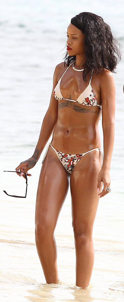 Rihanna sulla spiaggia delle Barbados