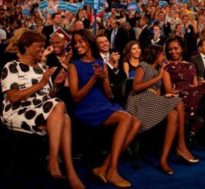 Michelle Obama e le figlie   Malia e Sasha | © Facebook