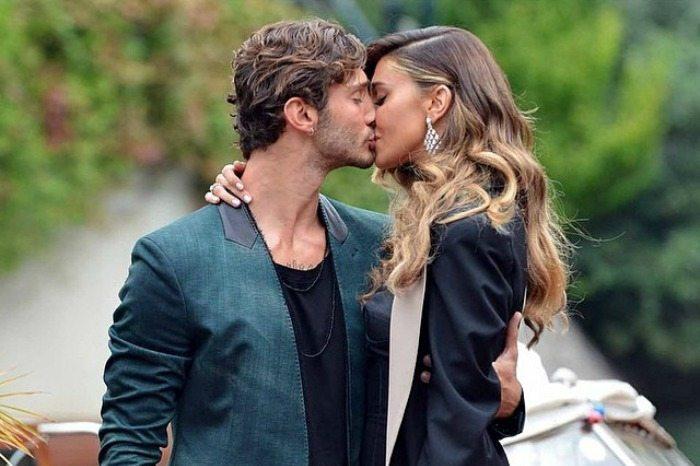 Il bacio tra Belen e Stefano
