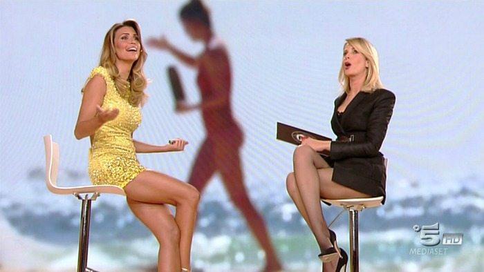 Claudia Galanti e Alessia Marcuzzi in studio | © Facebook / L'isola dei famosi